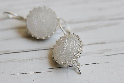 Серебряные серьги с белыми друзами кварца