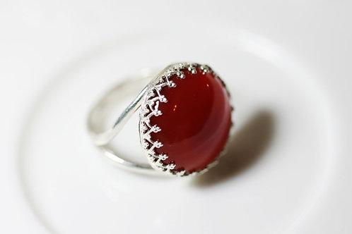 Серебряное круглое кольцо с сердоликом