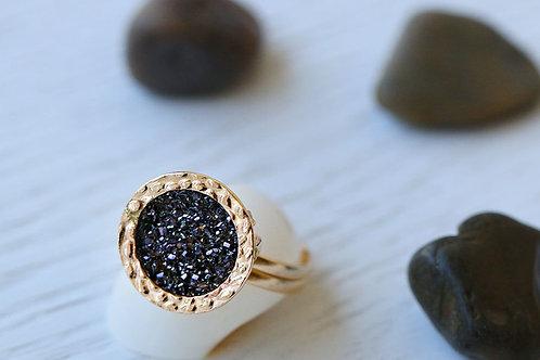 Кольцо из голдфилда с черными друзами кварца