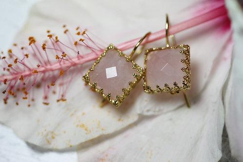 Квадратные серьги с розовыми кварцами