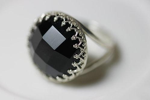 Серебряное круглое кольцо с ониксом