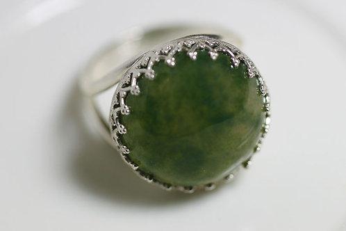 Серебряное круглое кольцо с мусс агатом
