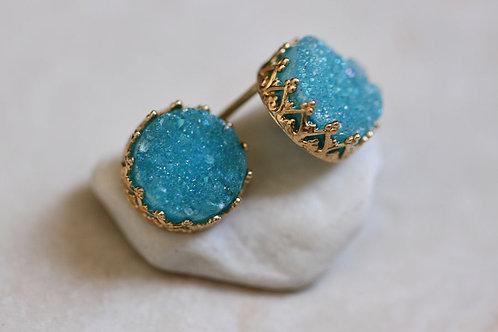 Позолоченные серьги-гвоздики с голубыми друзами кварца
