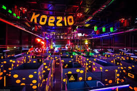 lieu illuminé et coloré koezio