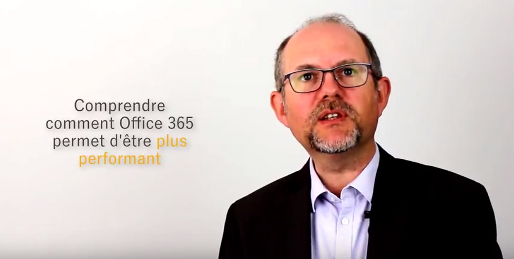 Sur fond blanc, photo de Christophe COUPEZ, comprendre comment Office 365 permet d'être plus performant