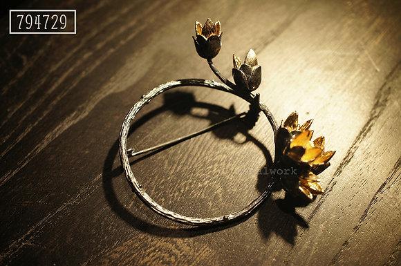 MW B1009 The 9K Gold Wreath Brooch