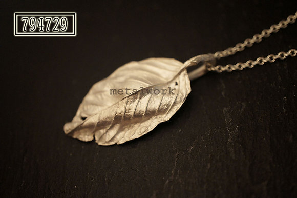 MW P1091 The 925 Silver Full Leaf Pendant (Medium)