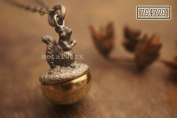 MW P1101 The Golden Joyful Treasure Pendant