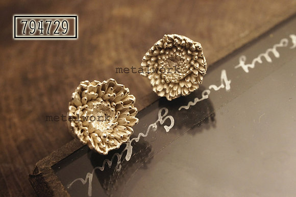 MW E1023 The 925 Silver Florist's Daisy Studd Earrings (Small)