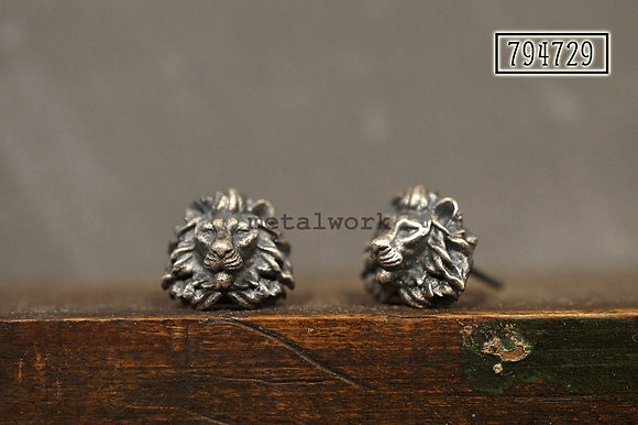 MW E1029 The 925 Silver Lion Studd Earrings