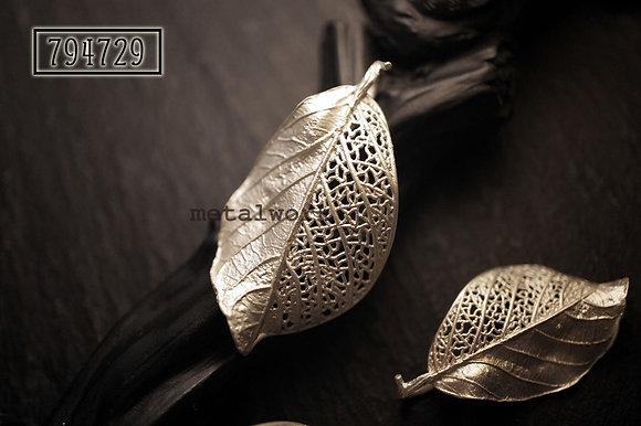 MW P1087 The 925 Silver Fragment Leaf Pendant (Medium)
