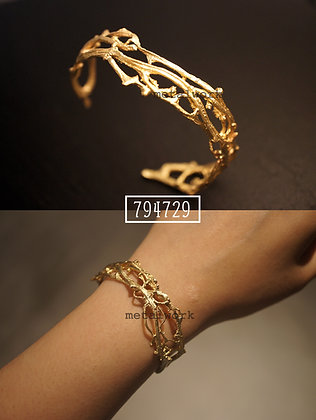 MW B1015 The 9K Gold Twig Bangle