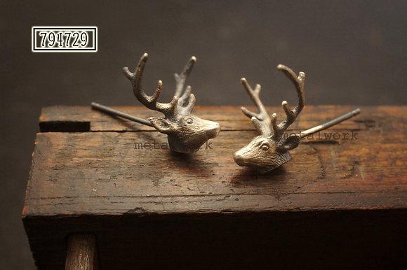 MW E1038 Deer Stud Earring