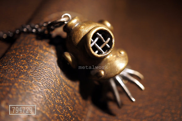 MW P1035 The Diving Helmet with Octopus Pendant