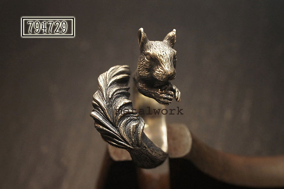 MW R1041 The 925 Silver Squirrel Ring