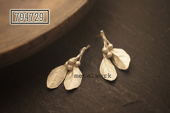 MW E1025 The 925 Silver Mistletoe Studd Earrings