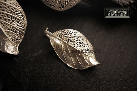 MW P1088 The 925 Silver Fragment Leaf Pendant (Small)