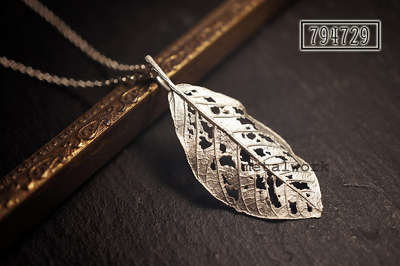 MW P1113 The 925 Silver Autumn Leaf Pendant