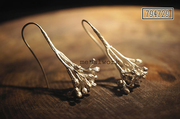 MW E1020 The 925 Silver Skimmia Earrings