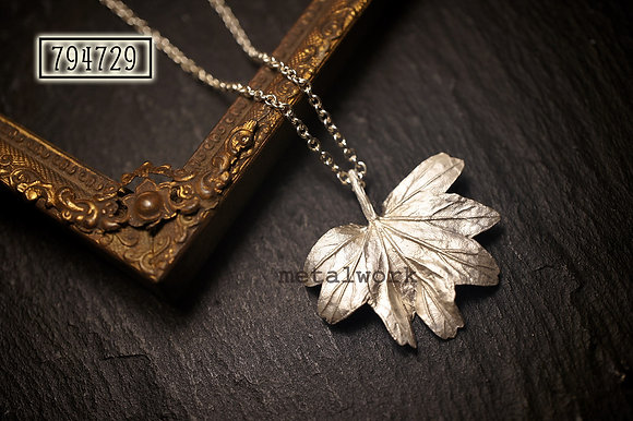 MW P1106 The 925 Silver Maple Leaf (Large)