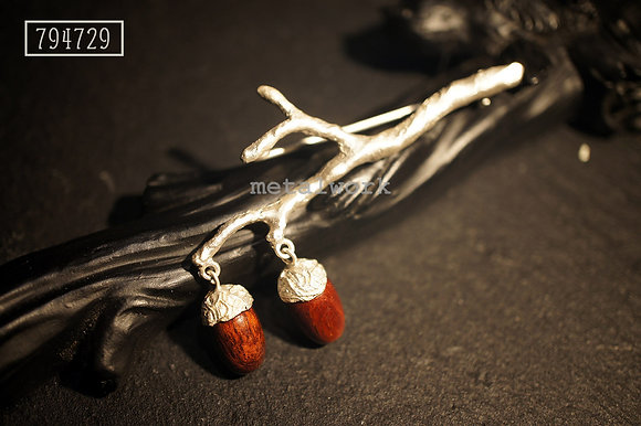 MW B1019 The 925 Silver And Wood Acorn Brooch (S)