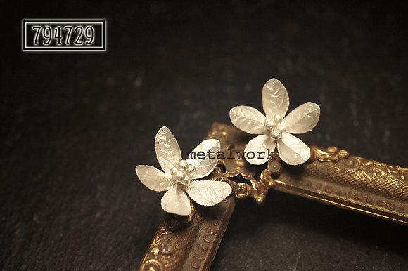MW E1026 The 925 Silver Blossom Studd Earrings