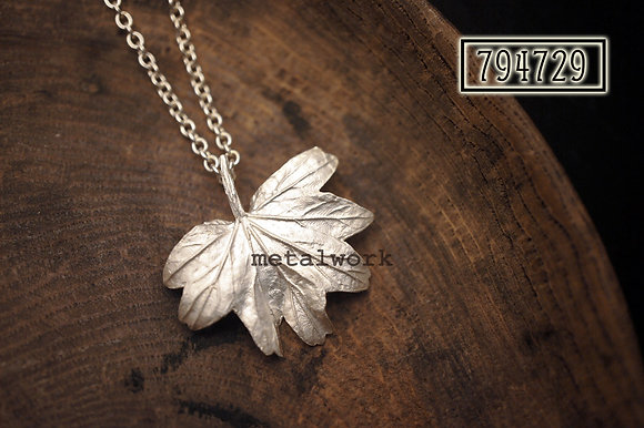 MW P1107 The 925 Silver Maple Leaf (Small)