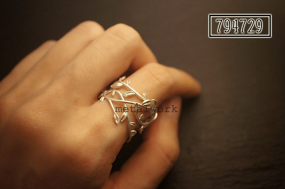 MW R1022 The 925 Silver Vine Ring
