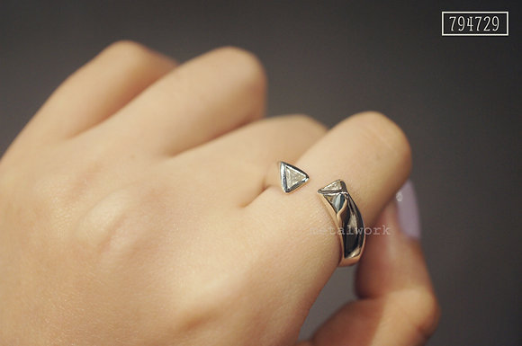 MW R1005 Triangle Crystal Tube Ring