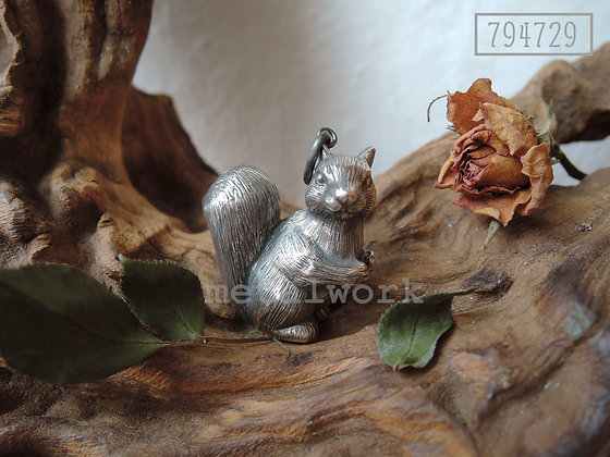 MW P1012 The 925 Silver Squirrel Pendant