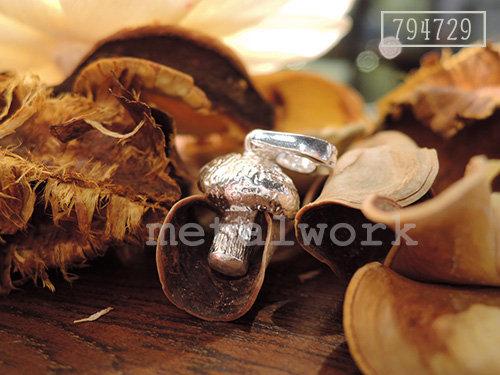 MW P1043 The 925 Silver Mushroom Charm
