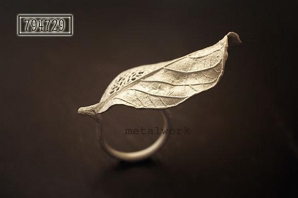 MW R1026 The 925 Silver Guava Leaf Ring