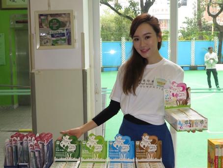 東方日報(2018年3月)楊思琦與囡囡以家長義工親子大使身份出席活動 帶羊奶皂送予小朋友