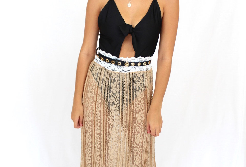 Stunning sheer laceskirt, perfect to match with a bodysuit an some boots for your next festival!