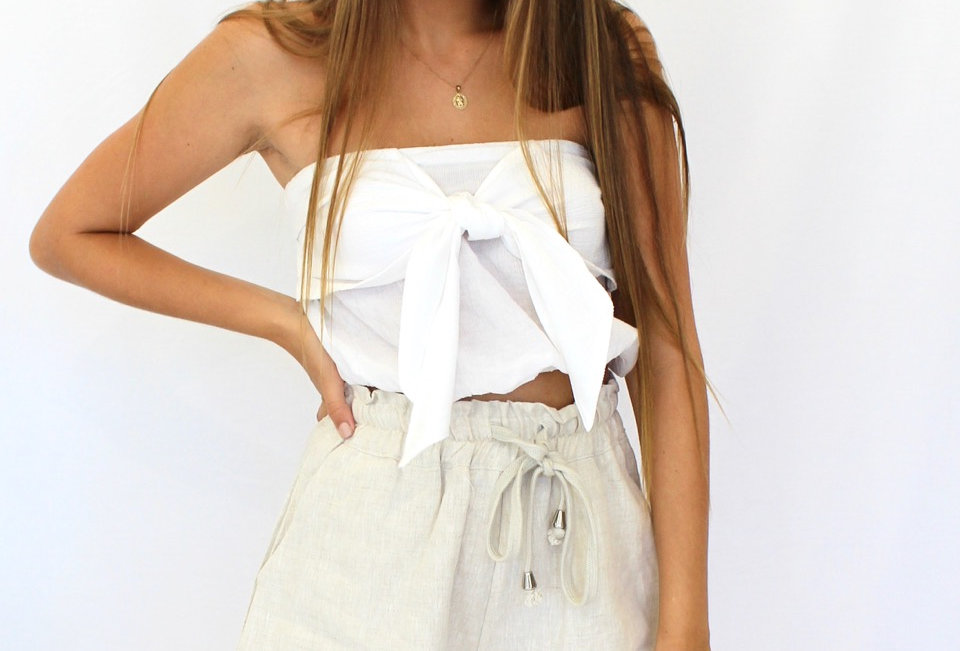 Cute White crop top, with cute style! Dress up with a pair of cullotes!
