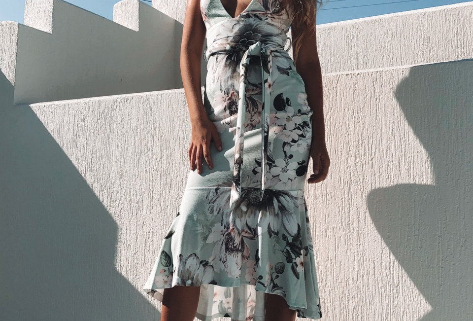 Stunning floral maxi cocktail dress, amazing dress to wear for a fancy event!