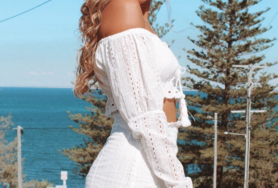 Stunning white lace set, perfect festival look!