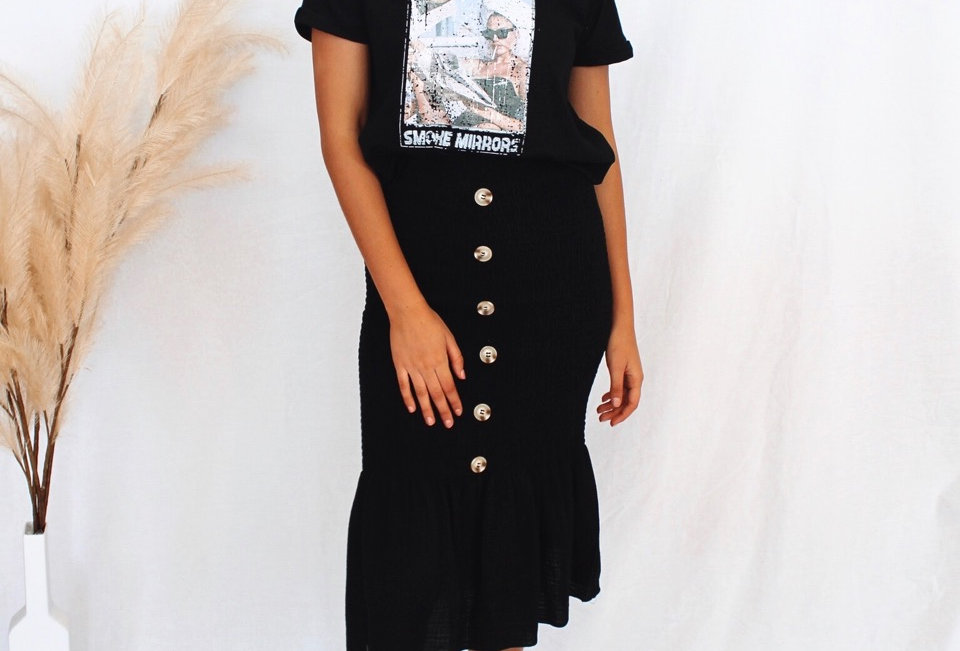black rushed skirt, buttons down front, easy fit cute style