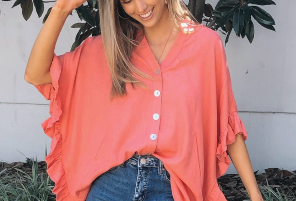 Stunning v neck blouse style top Buttons down front Flowy style Easy fit Pockets at front
