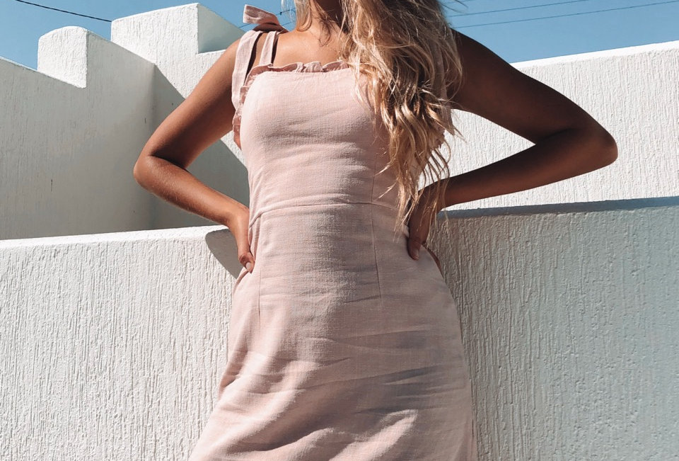 Cute musk pink coloured fitted linen style dress, super cute for a casual occasion or fancy!