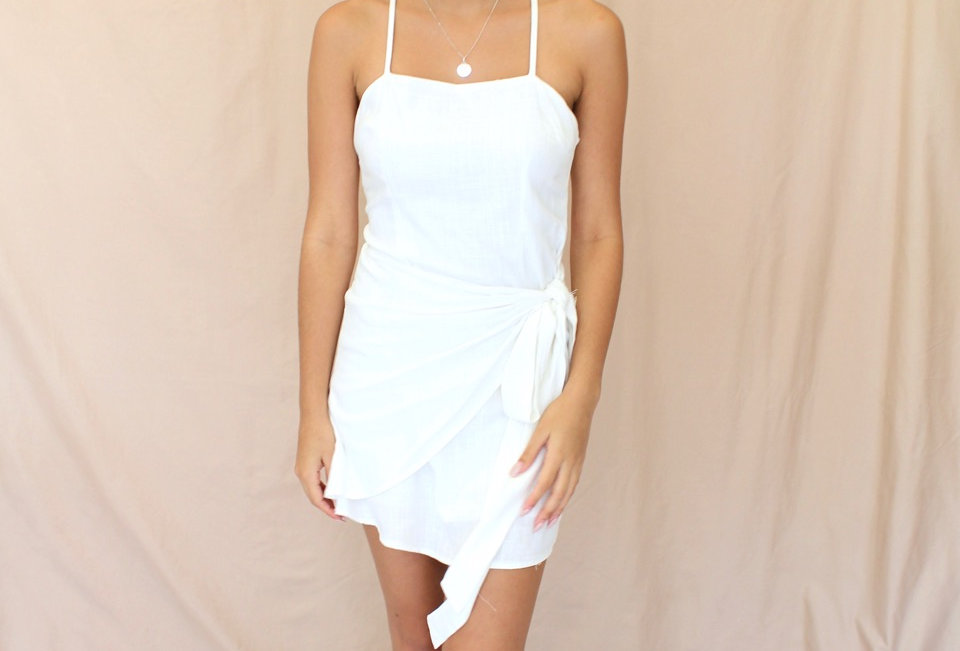 Stunning white wrap style dress, perfect smart casual dress!, match this with some tan heels or black boots for a more street
