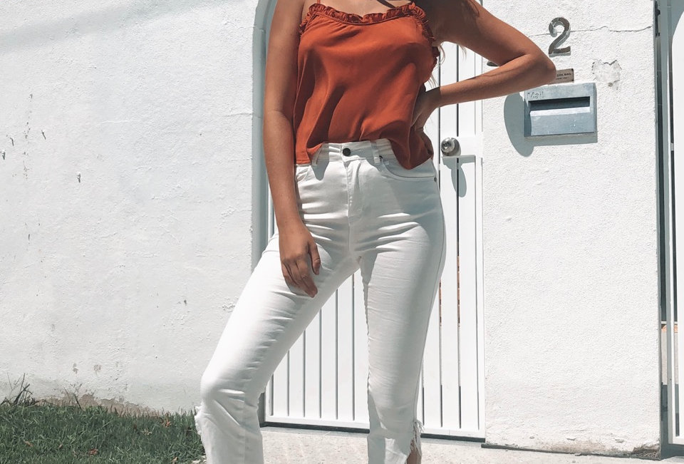 Cute white jeans, perfect for a cute casual Spring look or to dress up with heals!