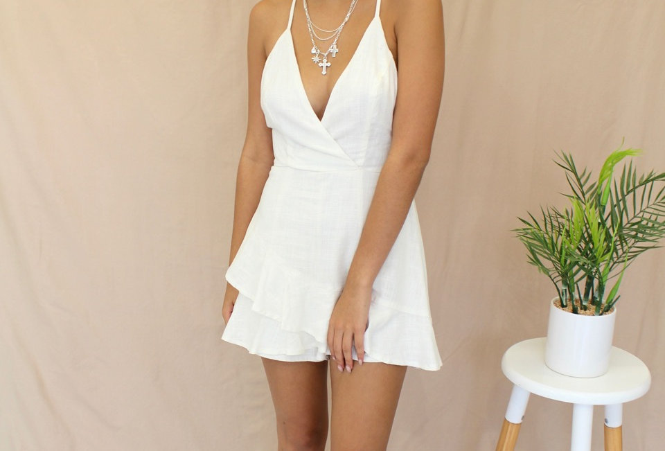 Cute White Linen Dress, Stunning V-Neck, Perfect for a day at the races!