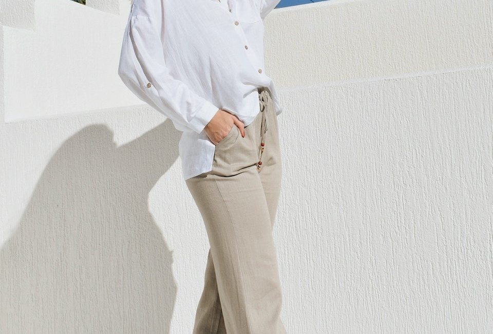 Super cute Taupe linen pants Straight leg Ties at front Cute style Linen look