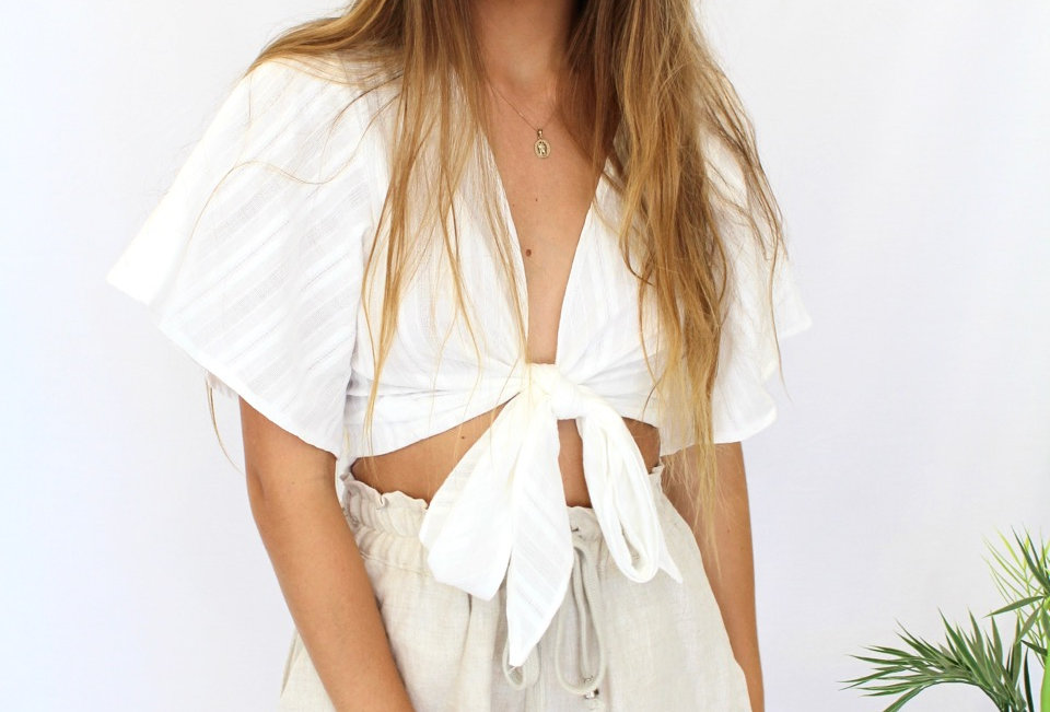 Stunning white tie up top, cute little sleeves. Could be dressed up for down!