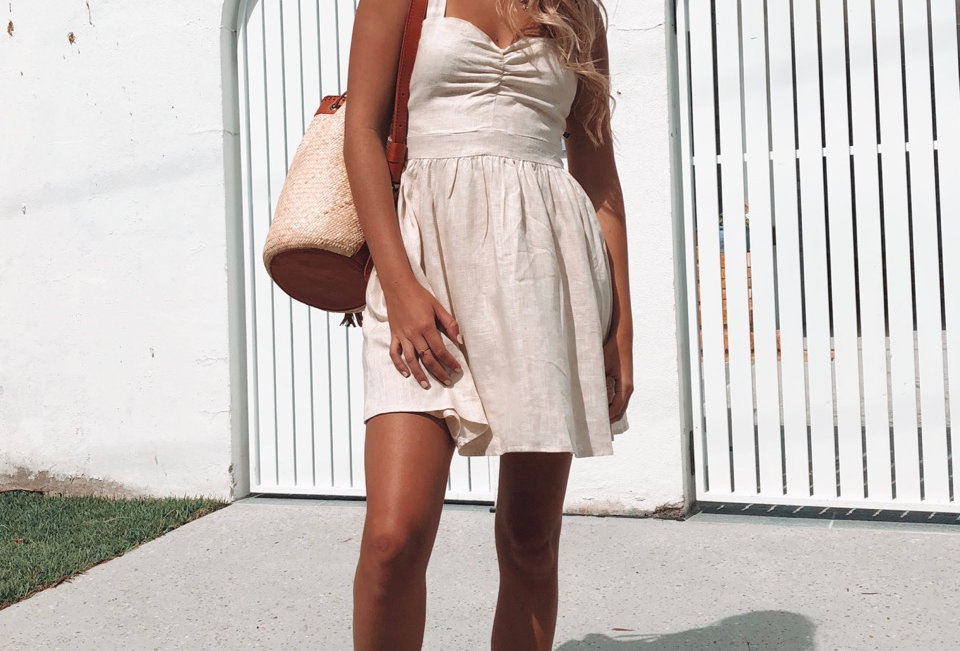 Stunning nude dress, cute style for a everday wear or to dress up!