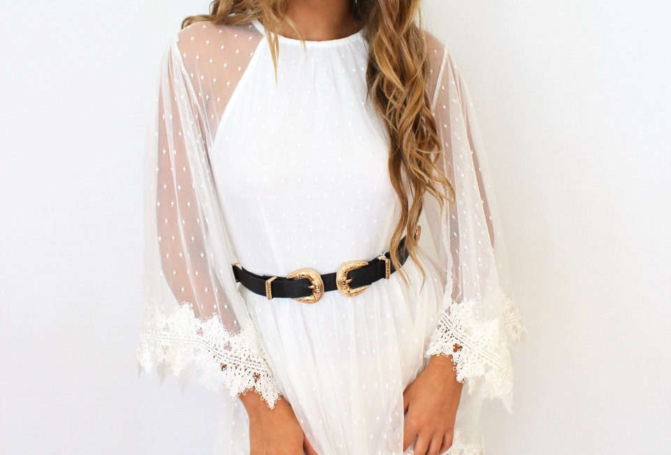 Cute white lace dress, perfect festival wear because of it'scute boho style!