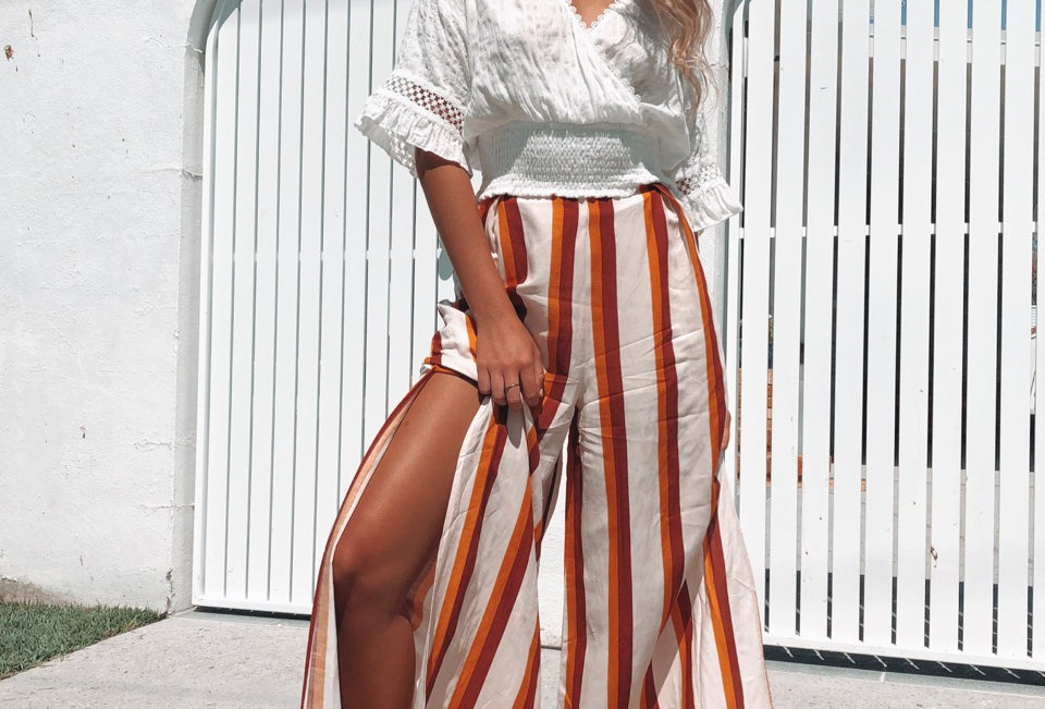 Cute wide leg stripe pants, perfect to wear casual or dress up with heals!
