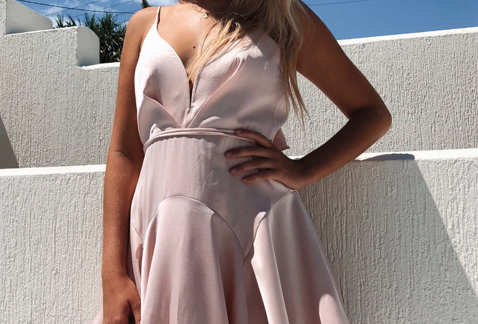 Stunning silky fairy floss coloured dress, perfect for a event like the races or any excuse to get dressed up!