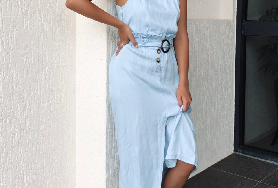 Stunning washed blue midi dress, cute dress to style with your fav pair of white sneekers!